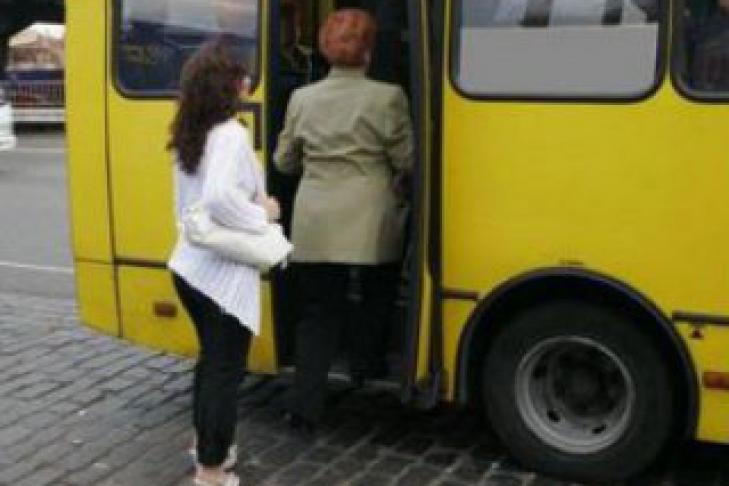 в автобусе притираются к девушкам типо нечайно видео смотреть