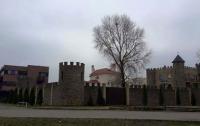 Невідома громадянка Росії хапнула собі ділянку біля Дніпра та побудувала палац (ФОТО)