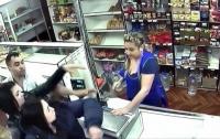 Пьяная парикмахерша укусила за голову продавщицу чебуреков
