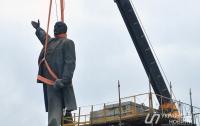 За год в Украине демонтировали более 1 тыс. памятников Ленину