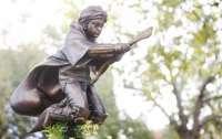 У Лондоні з'явився перший в світі пам'ятник Гаррі Поттеру (ФОТО)