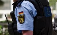 Семейная пара в Германии продавала сына педофилам через интернет