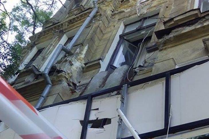 В центре одессы обвалился балкон.