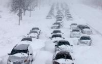 Люди не могут попасть в город из-за снега