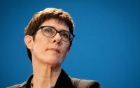 Преемница Меркель отказалась от поста канцлера ФРГ
