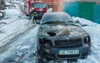 В Днепре неизвестные сожгли три авто