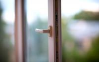 В Бердянске из окна общежития выпал молодой парень