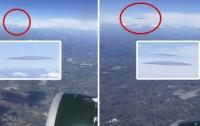 Пассажир авиалайнера заметил НЛО при посадке