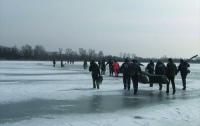 В Полтавской области сорок один рыбак плавал на оторвавшейся льдине