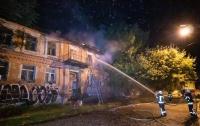 На одной из улиц Киева вспыхнул дом