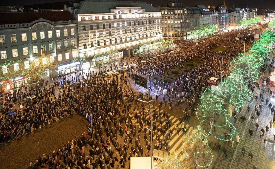 В Праге люди требуют отставки премьер-министра