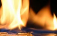 Мать чуть не сожгла 2-летнего сына