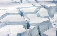 В Арктике с неба сыпется пластик