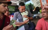 Из-за жуткой инфляции магазины Венесуэлы начали принимать деньги на вес