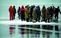 В Кременчугском водохранилище дрейфует льдина с рыбаками