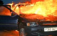 На Закарпатье пылал автомобиль: двое людей получили травмы