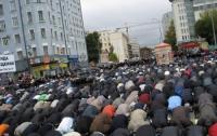 Мусульмане месяц будут отказываться от еды и воды
