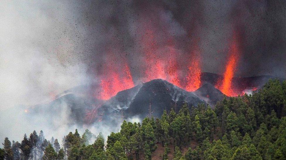 Природная стихия решила испортить людям туризм