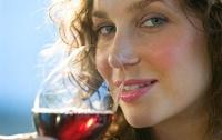 Выяснилось, когда женщинам полезно пить спиртное