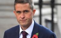 СМИ: министр обороны Британии пригрозил Терезе Мэй ее отставкой