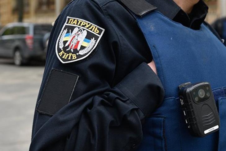 Вотношении полицейского, который избил мужчину вметро вКиеве, начали расследование