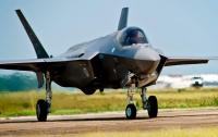 Новейший истребитель США совершил аварийную посадку в Японии