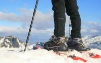 На самой высокой горе Европы у альпиниста украли ботинки