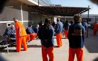 Заключенные совершили массовый побег из тюрьмы (видео)