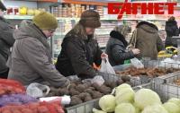 Благодаря панике АЗС и супермаркеты «озолотились»