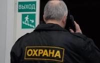 В Запорожье охранники избили пьяного воришку в супермаркете (видео)