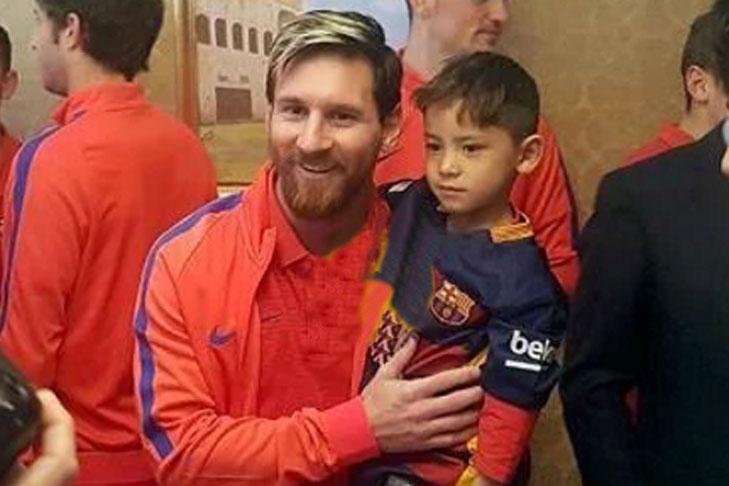 Как Месси встретился сафганским парнем, сделавшим его футболу изпакета