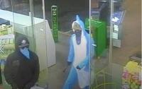 В Новой Зеландии парень-акула ворвался на автозаправку, чтобы украсть конфеты