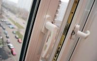 В Нежине 16-летняя девушка выпала из окна