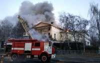 Сгорело историческое здание в центре города, есть жертвы (видео)