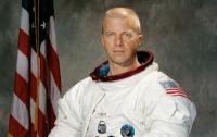 Умер астронавт, который был первым командиром