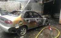Два элитных Porsche и еще пять автомобилей сгорели на СТО в Киеве