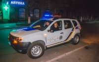 В Киеве неадекватный мужчина разгромил кафе и бросил внутрь дымовую шашку
