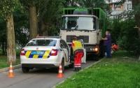 Жуткое ДТП в Киеве: мусоровоз переехал мужчину