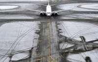 Полуголый мужчина устроил разборки с охраной аэропорта