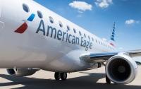 В американском аэропорту самолет протаранил буксир (видео)