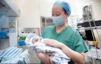 В Китае женщина родила близнецов с разницей в 10 лет