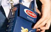 Вдохновился Италией: дизайнер создал сумку в виде пачки макарон (видео)