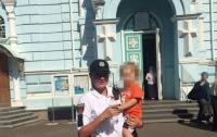 В Одессе пьяная бабушка бросила на кладбище 2-летнего внука
