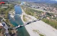 Мост в Италии  рухнул с автомобилем (видео)