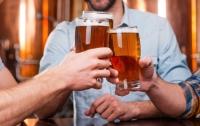 Одинокий алкоголик вломился в дом к незнакомке, чтобы выпить с ней пива