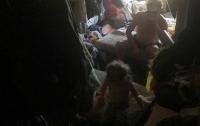 Спасатели нашли девочку в куче мусора