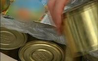Чиновники пытались продать 50 тысяч банок испорченных консервов (ФОТО)