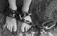 Пьяный житель Одесщины избил пасынка и приковал к батарее