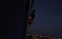 Фотограф-романтик застрял на чужом балконе на 22-м этаже