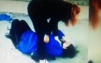 Била по голове и таскала за волосы: студентка жестоко избивала девушку